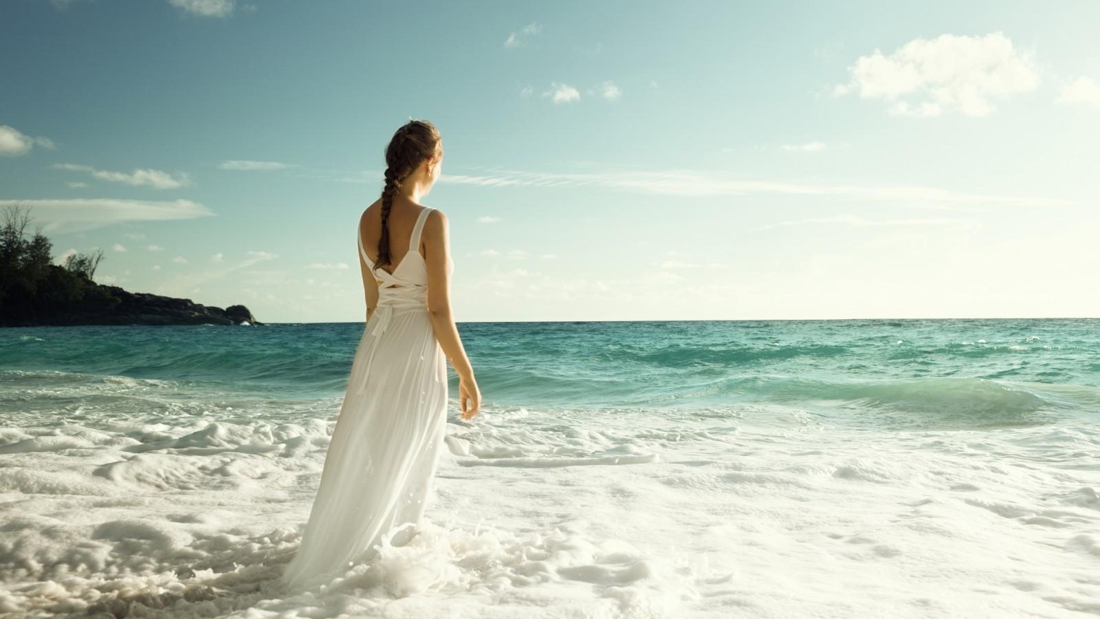 Фото женщин на берегу моря 27 фотография